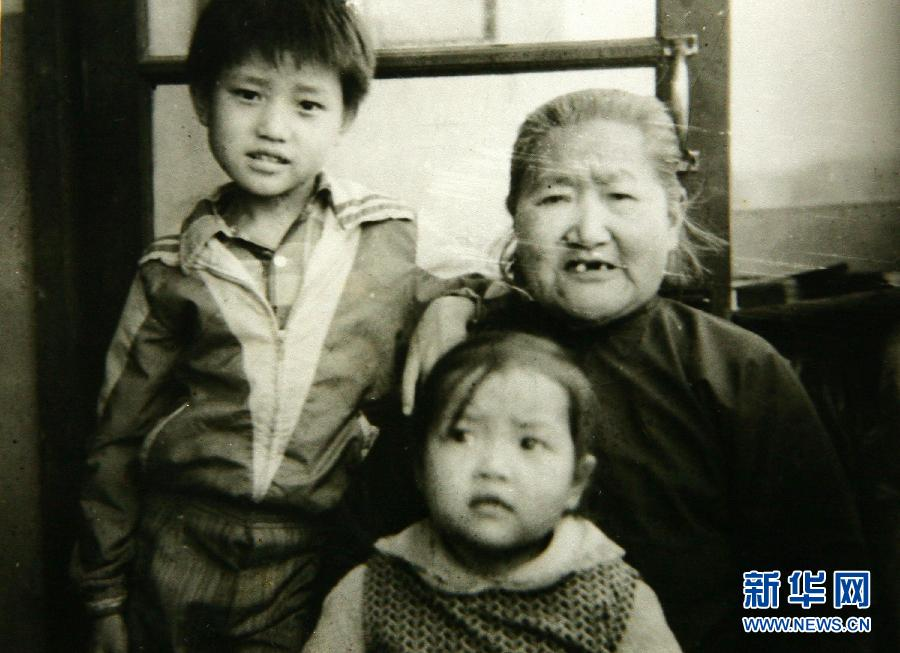 Li Na, aged 2, with her great-grandmother and her uncle (apparently)