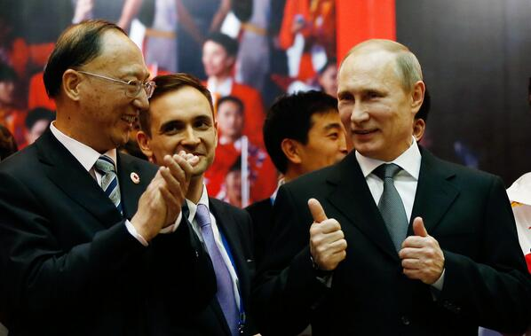 Liu Peng gets the thumbs up from Putin