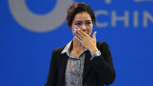 A tearful Li Na signs off to fans at the China Open in Beijing