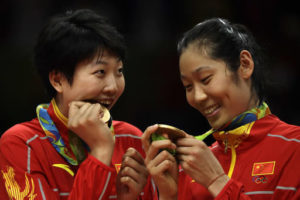 Yuan Xinyue (left) and Zhu Ting check out their prize.